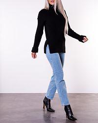 Ribbed Knitted Turtleneck Side Slit Black